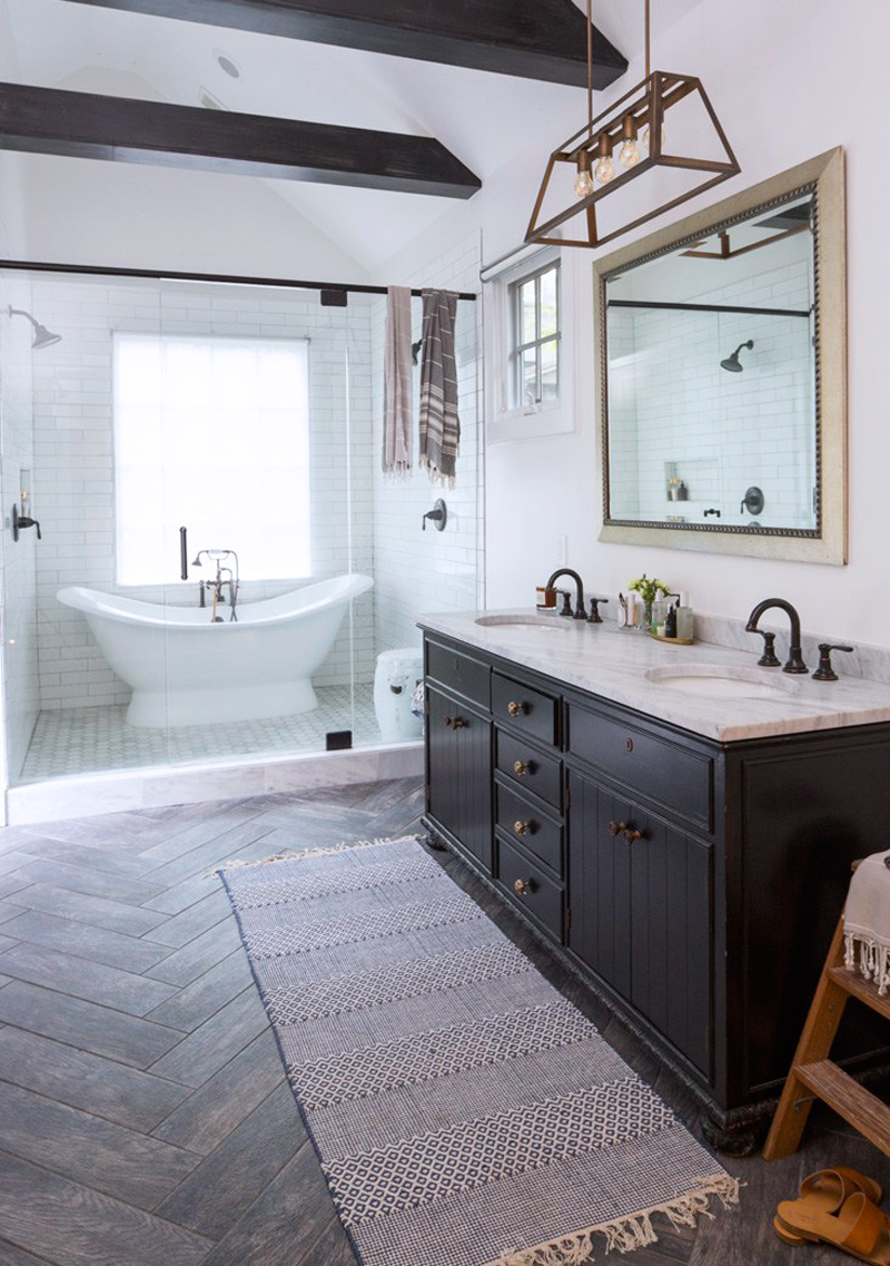 Modern Farmhouse Minimal Master Bathroom Double Slipper